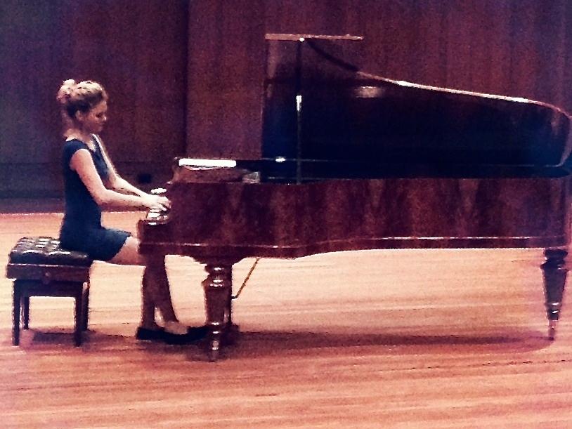 Magdalena Radl am Klavier