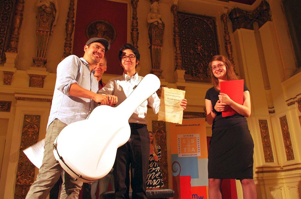 Takuya Okamoto wins the Sato Guitars Special Prize
